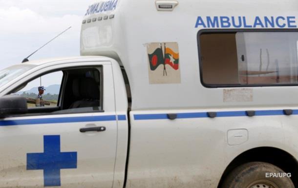 В Мьянме пассажирский автобус попал в ДТП: восемь погибших