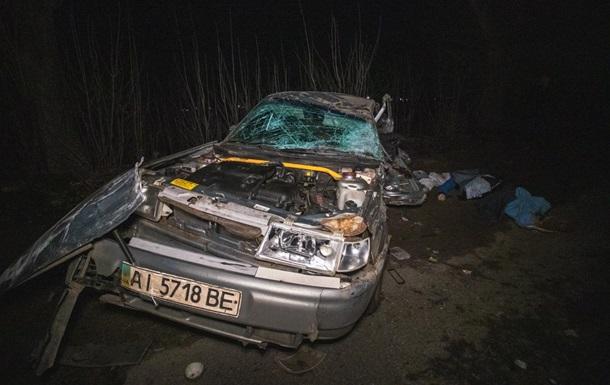 Под Киевом в тройном ДТП погибли два человека