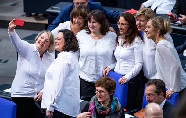 Близько чверті парламентарів у світі - жінки