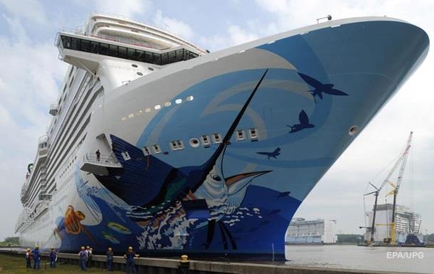 Порив вітру небезпечно нахилив круїзний лайнер на Багамах, є постраждалі