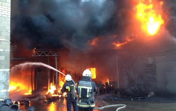 В селе Камянка горит завод по производству пластмассовых изделий