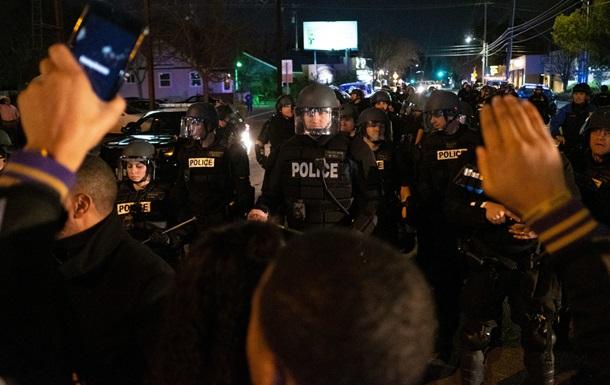 У США заарештували майже 100 осіб на мітингу проти поліції