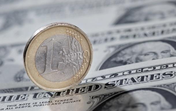 Безналичный курс евро упал ниже 30 гривен