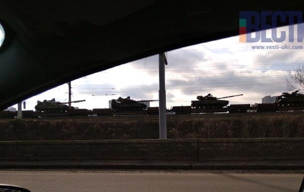 У Києві помітили колону з 30 танків