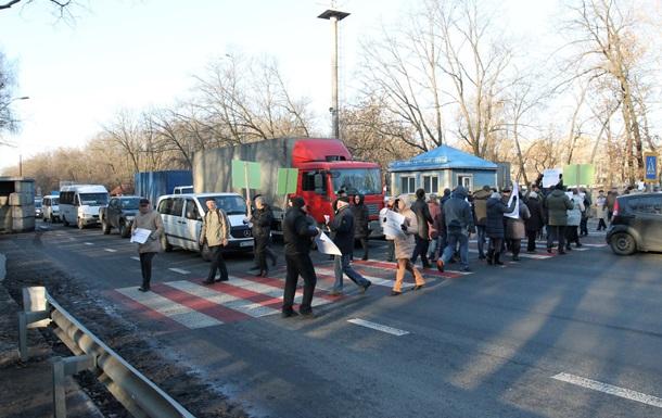 В Киеве протестующие перекрыли трассу