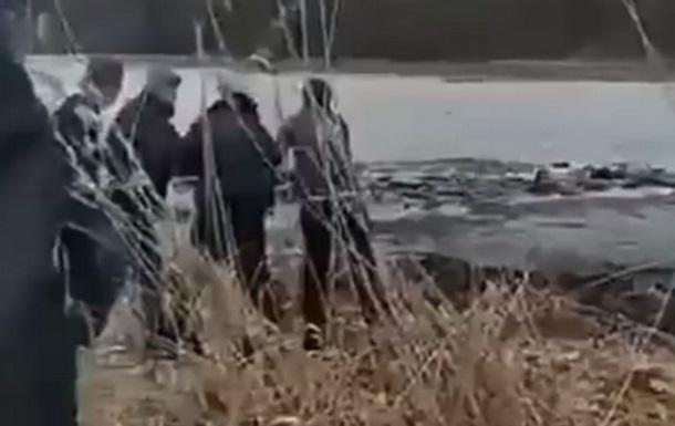 Киевляне спасли детей, провалившихся под лед