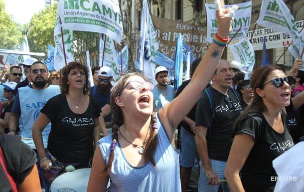 В Аргентине из-за забастовки отложили начало учебного года