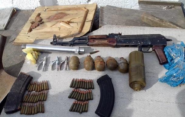У жителя Одеської області вилучили гранати і автомат з глушником