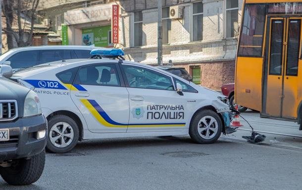 В Днепре столкнулись авто полиции и маршрутка