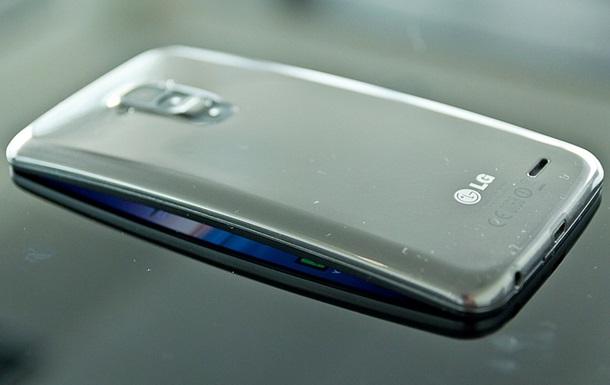 LG запатентувала унікальний смартфон, що розтягується