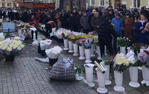 В Киеве выстроилась очередь по цветы перед 8 марта
