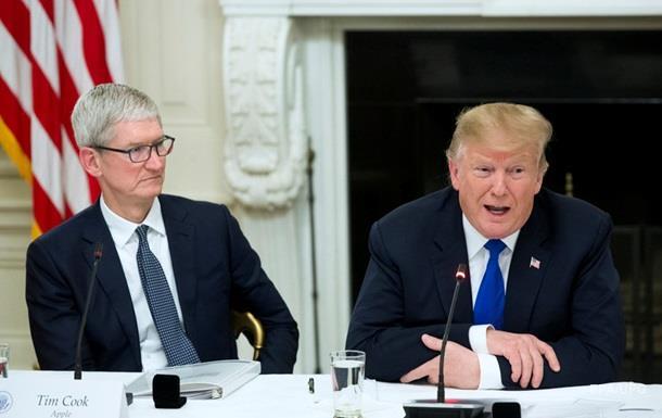 Глава Apple после оговорки Трампа поменял фамилию в Twitter