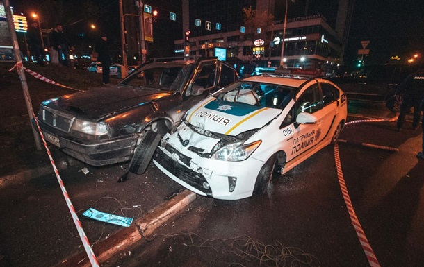 Пьяный подросток на угнанном авто протаранил патрульных в Киеве
