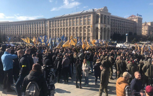Нацкорпус митингует в Киеве против схем в оборонке