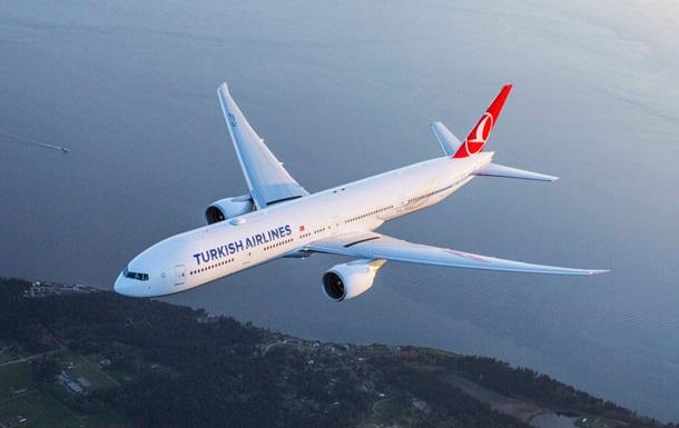 Десятки пасажирів авіарейсу Стамбул-Нью-Йорк постраждали від турбулентності