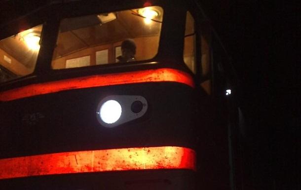 В Харьковской области поезд сбил сидевшую на шпалах женщину