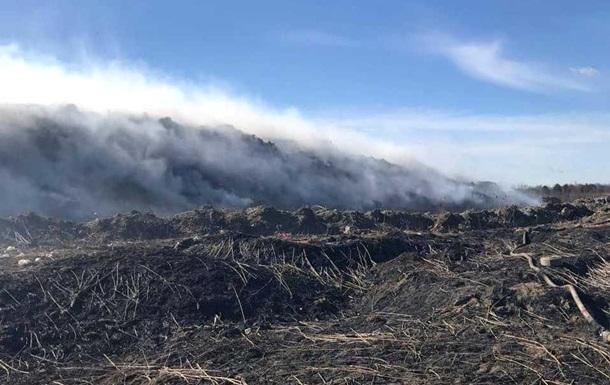 Во Львовской области горит почти гектар свалки