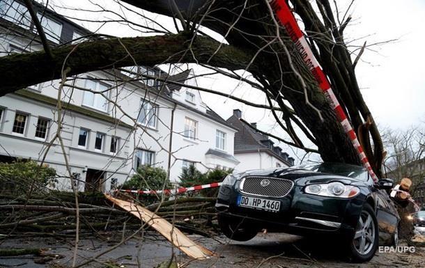 Ураган парализовал движение поездов в Германии