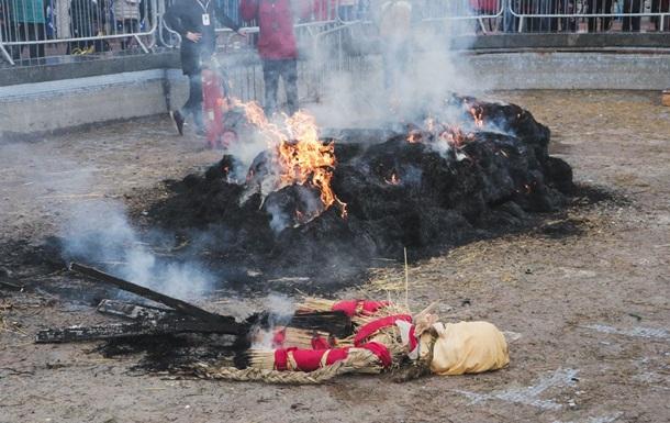 У Києві випадково згоріло опудало Масляної