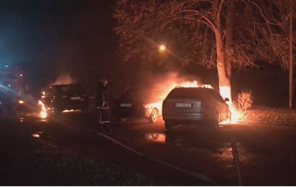 На Волыни сожгли автомобили адвоката и ее мужа