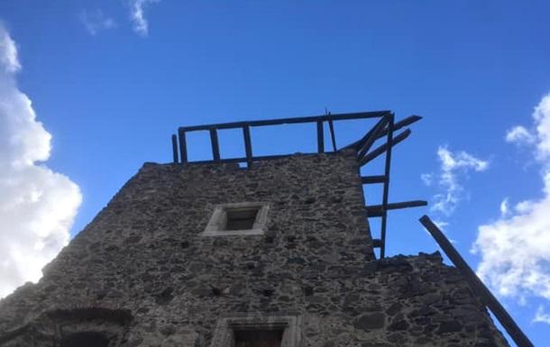 На Закарпатті обвалився дах стародавнього замку