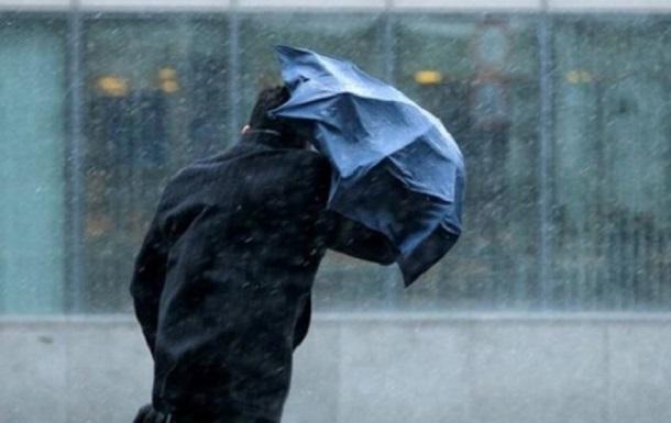 В Україні оголосили помаранчевий рівень небезпеки через вітер