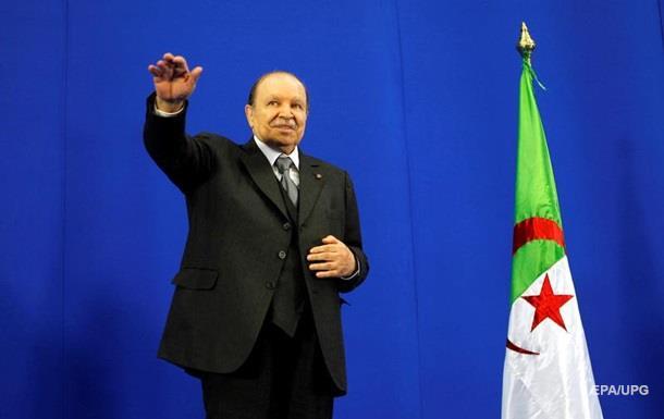 Президент Алжира отказался баллотироваться на пятый срок