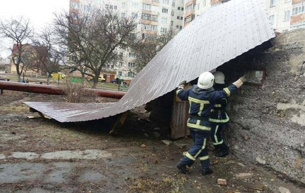 Через сильний вітер в Україні загинули дві людини, ще троє постраждали
