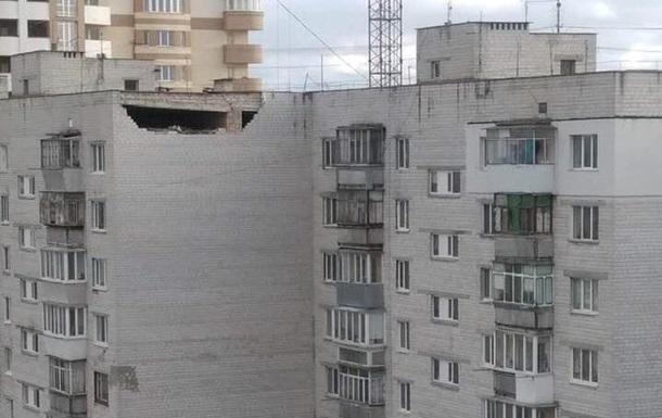 У Борисполі завалилася частина стіни багатоповерхівки