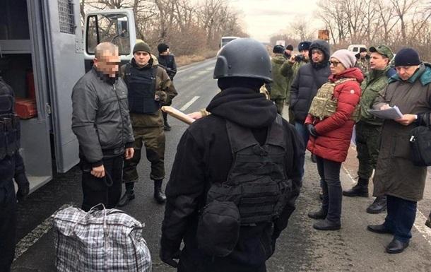 Украина забрала из Крыма и  ЛДНР  почти 300 заключенных