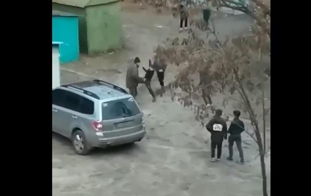 У Харкові п ятеро дітей побили чоловіка
