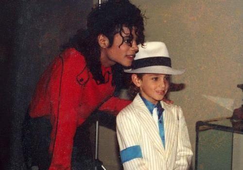 Кто позволил Майклу Джексону превратиться в чудовище