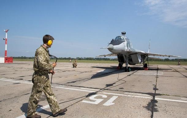 Кабмин передислоцировал военную авиацию