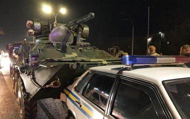 У Києві БТР влетів у машину військової інспекції