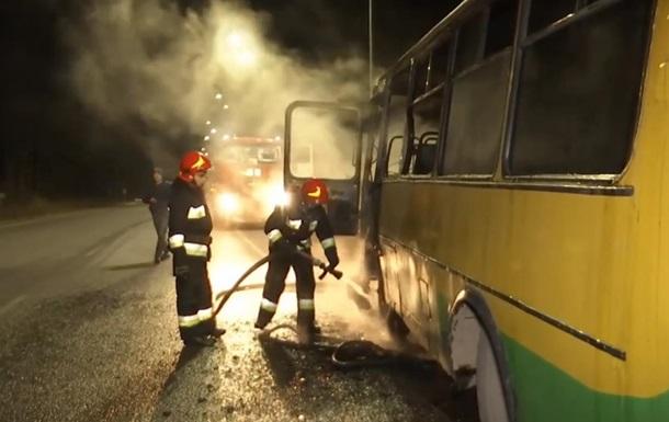 На трасі під Вінницею загорівся пасажирський автобус