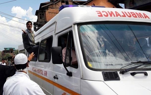 В Індії завалився пішохідний міст: 16 постраждалих