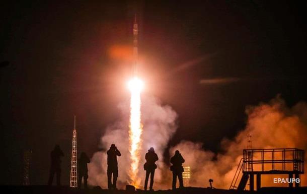Росія успішно запустила ракету з екіпажем для МКС