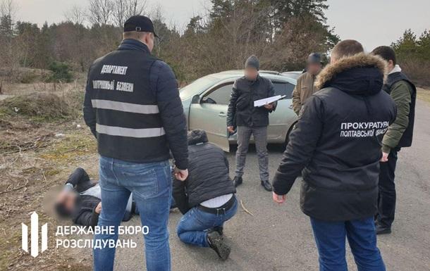 Поліцейських спіймали на хабарі за знищення доказів