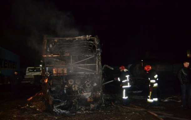 В Ровно сгорел двухэтажный автобус