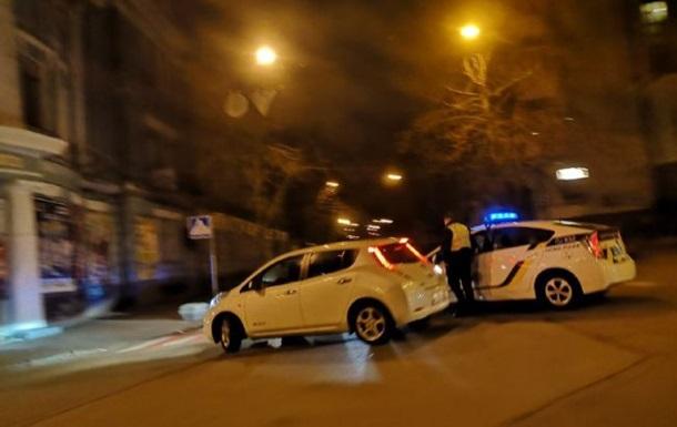 У Києві поліція перекрила вулиці навколо АП