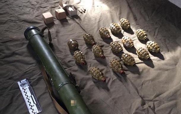 У Рівненській області знайшли сховок із гранатами та РПГ