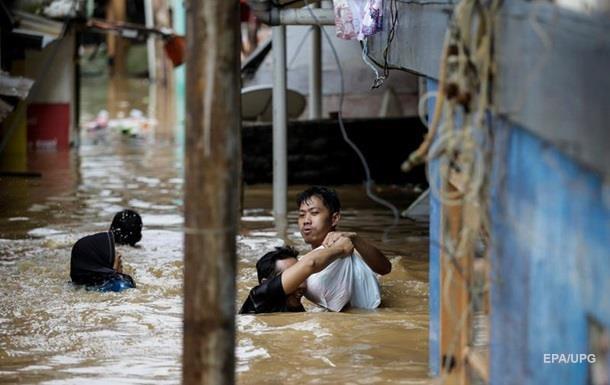 Понад 40 людей загинули через повені в Індонезії