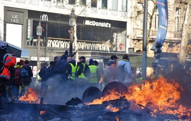 Зіткнення в Парижі: поранені понад 60 осіб
