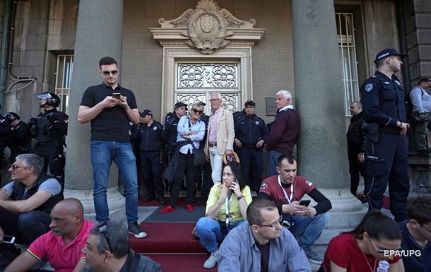 У Сербії учасники протесту заблокували адміністрацію президента
