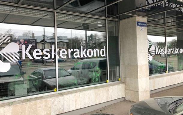 На штабі партії в Естонії намалювали свастику
