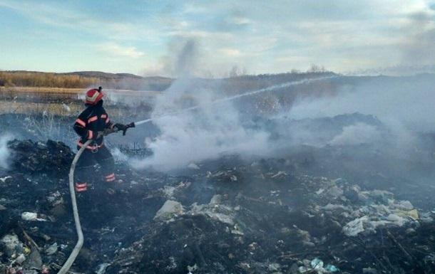 У Чернівецькій області загорілося звалище