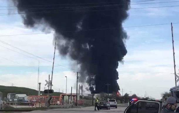 У Техасі загорілося нафтосховище