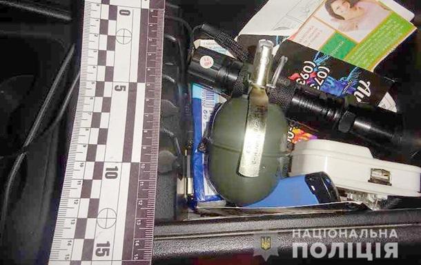 У Києві в салоні автомобіля виявили гранату