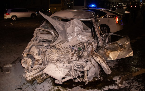 В Киеве столкнулись четыре авто, одно загорелось