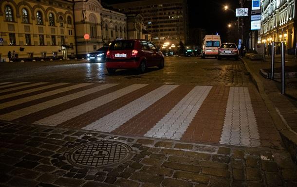 У центрі Києва таксі збило пішохода